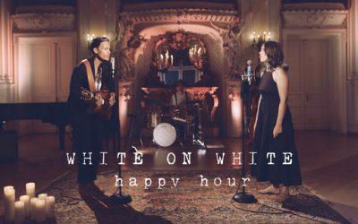 WHITE ON WHITE   Vrijeme je za 'Happy Hour'